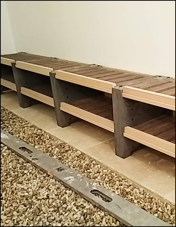 Etape 8 : Placez toutes les étagères réglables de la même rangée de jambages