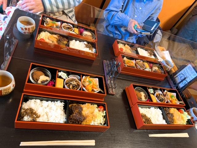 りんりんさんの彩り豊かな「季節の玉手箱」弁当