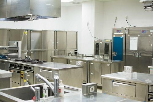 業務用の調理設備が揃う評価室