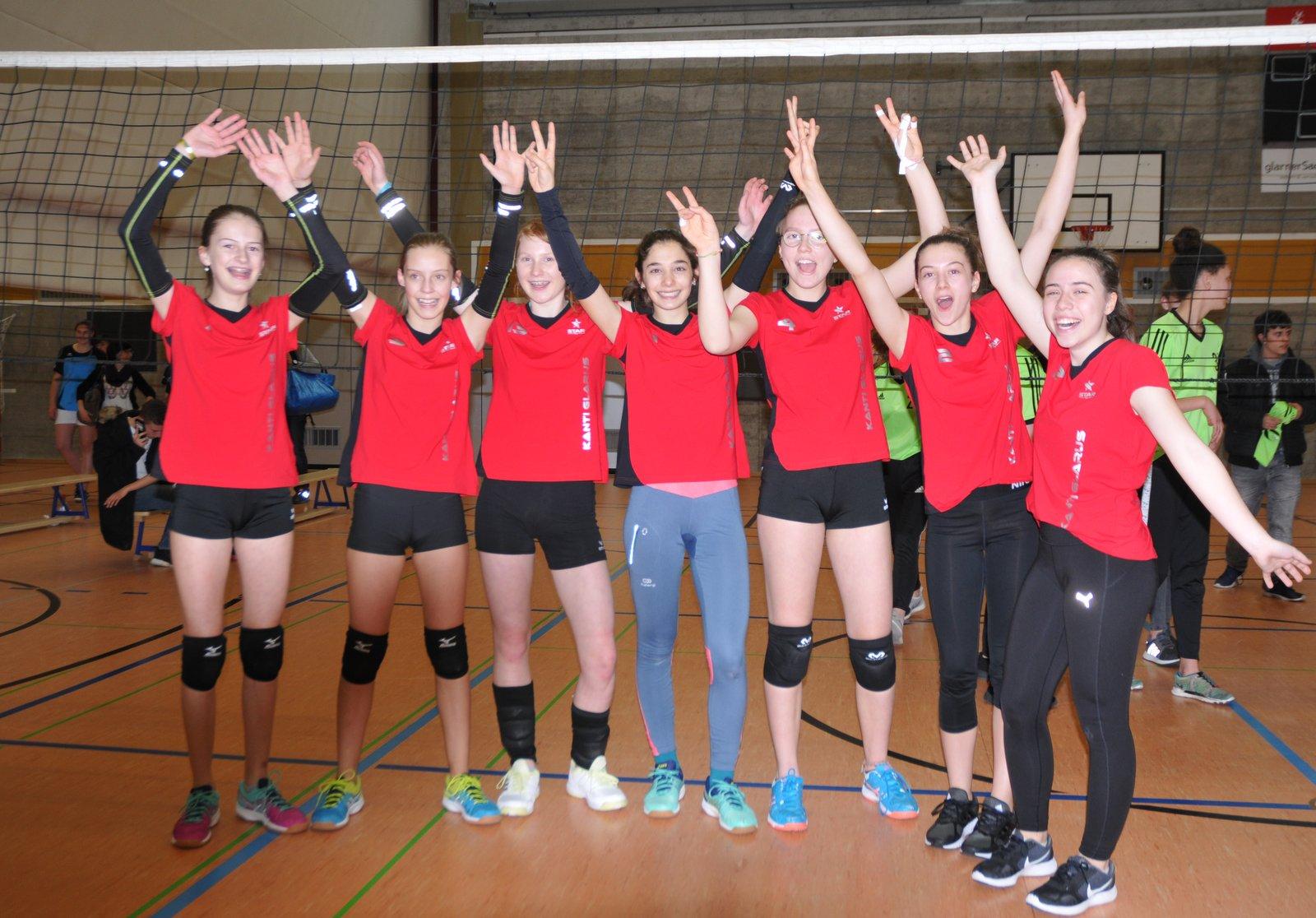 März 18: Siegerinnen im Volleyball von der Kanti Glarus