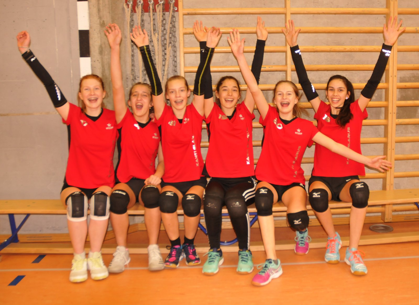 Das Siegerteam im Volleyball der der Mädchen von der Kanti Glarus