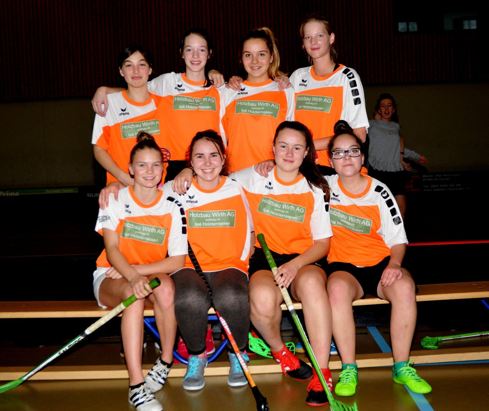 Nov. 17: Siegerinnen im Unihockey-Turnier aus Schwanden
