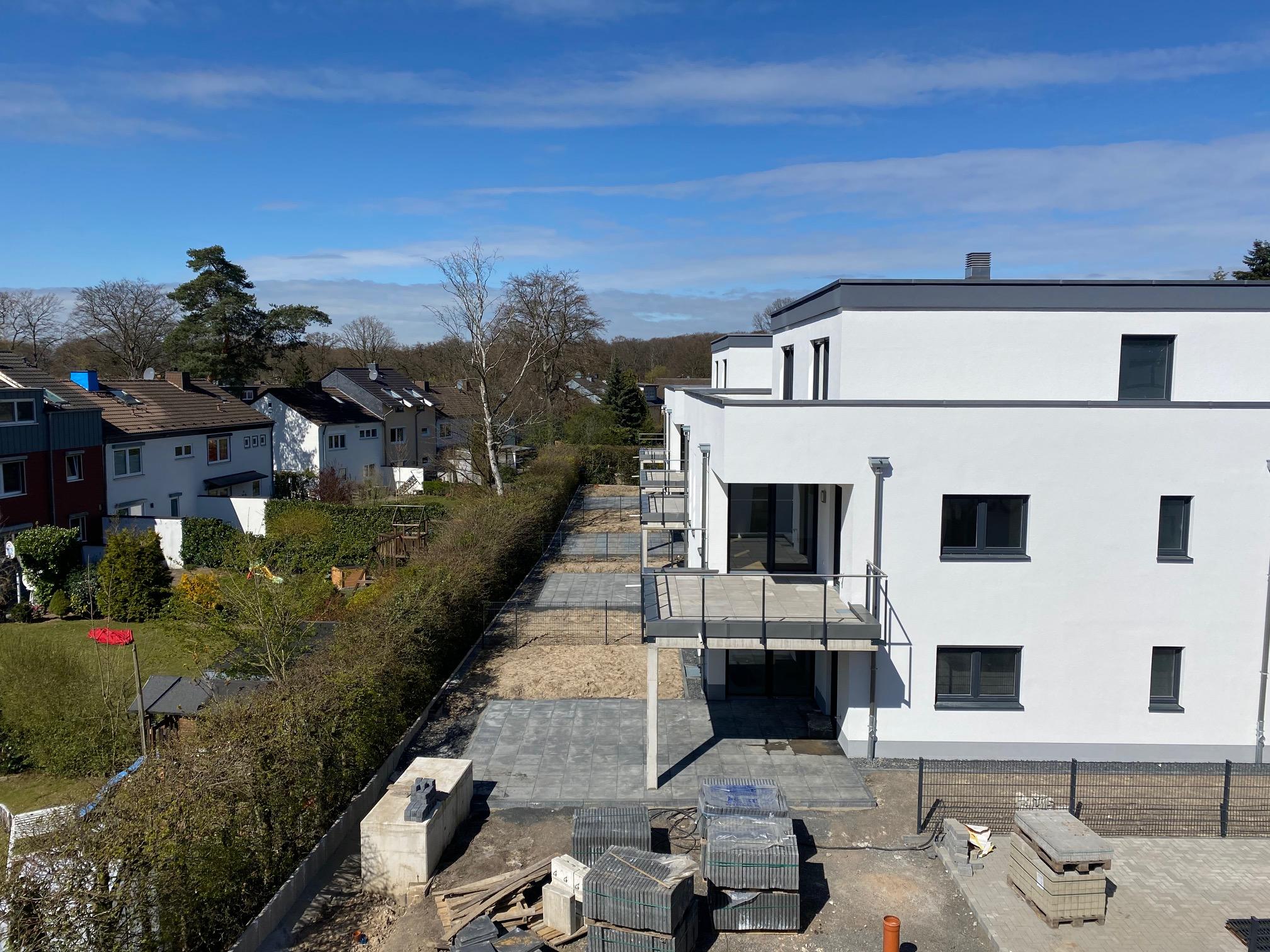 die Gärten und Terrassen der Häuser 1 und 2