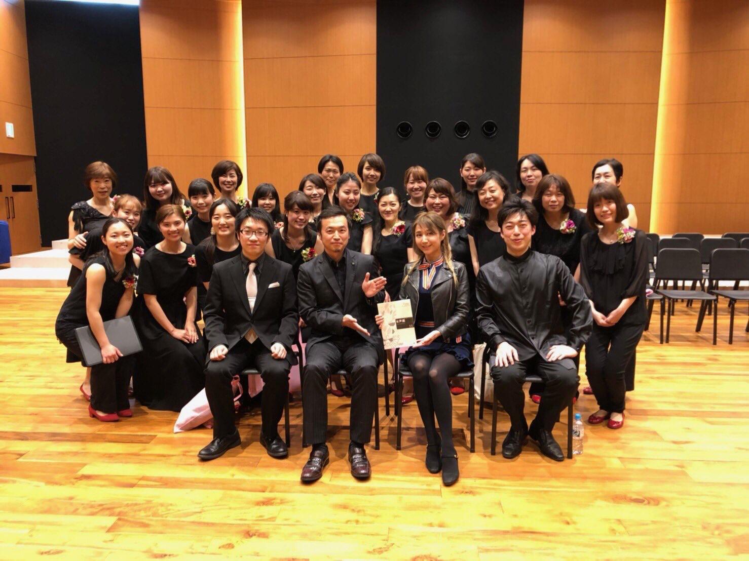 Timeの作詩を手掛けたサラ・オレインさんと、作曲家の加藤昌則先生とともに。