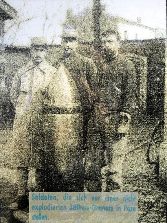 Soldaten mit Blindgänger
