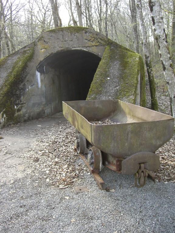 Ausgang des Munitionstunnels - er diente dem geschützten Transsport der Granaten zur Stellung