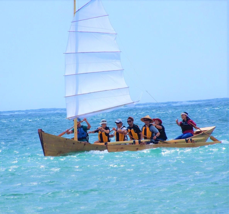 沖縄の昔の漁師の船。帆かけサバニ。