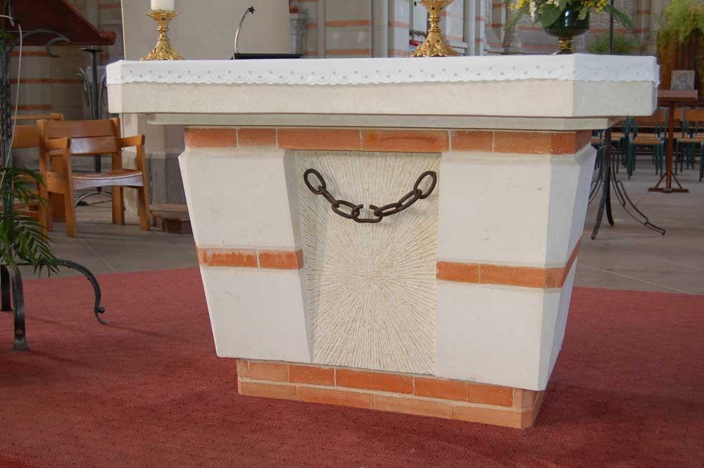 The alter dedicated to Saint Leonard