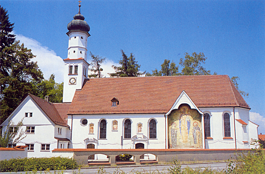 The Chapel of St Leonhard surrounded by chains (Leonardskapelle LPH)