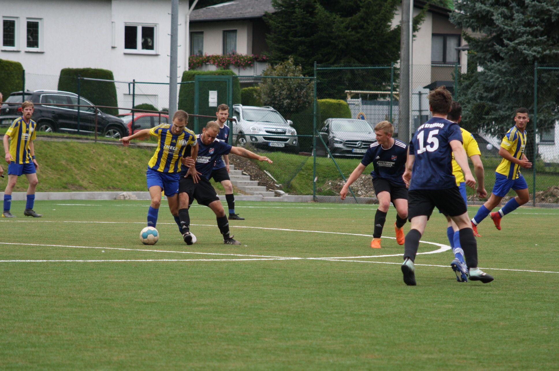 Umkämpftes Spiel im Mittelfeld.