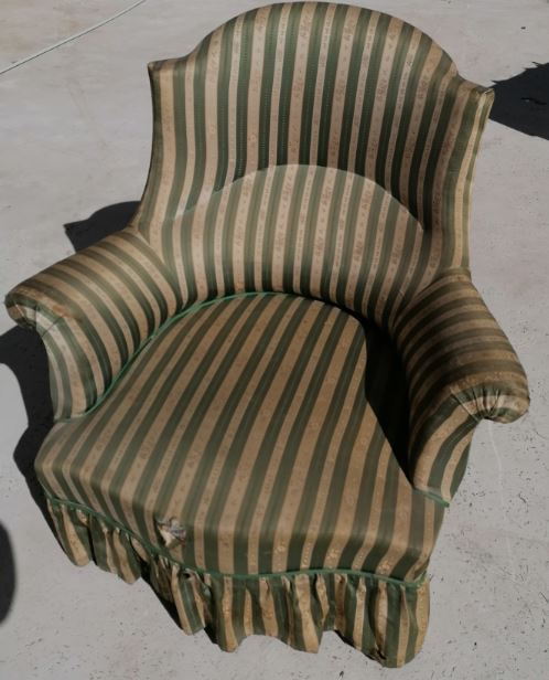 Location fauteuil ancien dans son jus vintage _ bohème  Marseille, Provence, 13 , Bouches du Rhône.