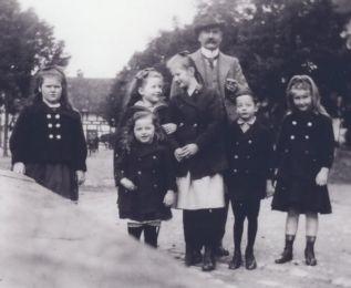 v. Eichel mit seinen Kindern