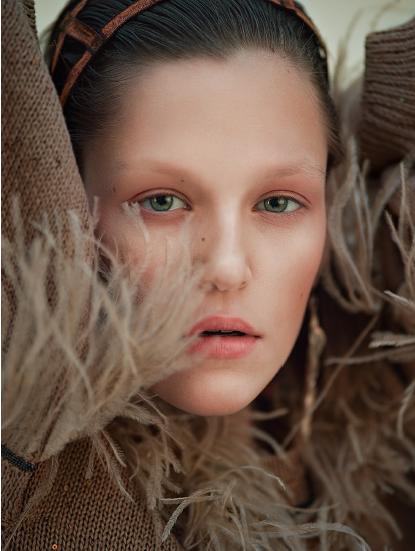 SPHÄRE - notorious magazine - photographer: violetta koenig - styling: kinga liechtenstein - makeup & hair: anie lamm-siu - model: annie walter