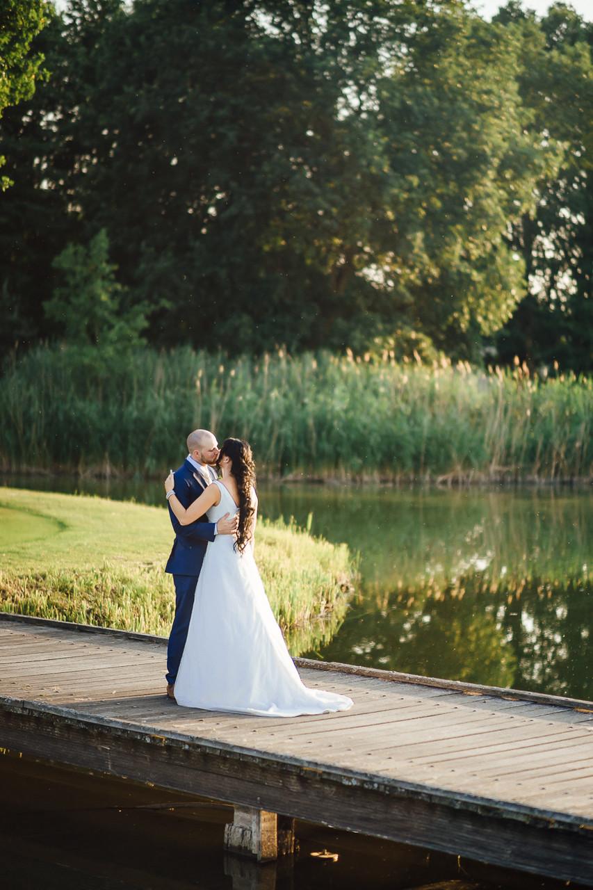 Hochzeitsfotografie Fotograf Hochzeit Timo Barwitzki PaarLocation See Steg Harmonie Kuss