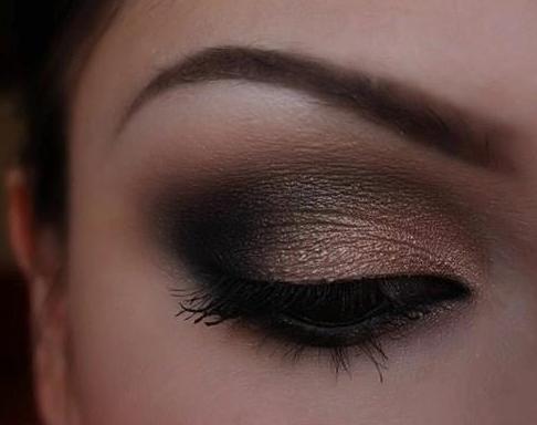 Maquillaje de ojos en  tonos marrón