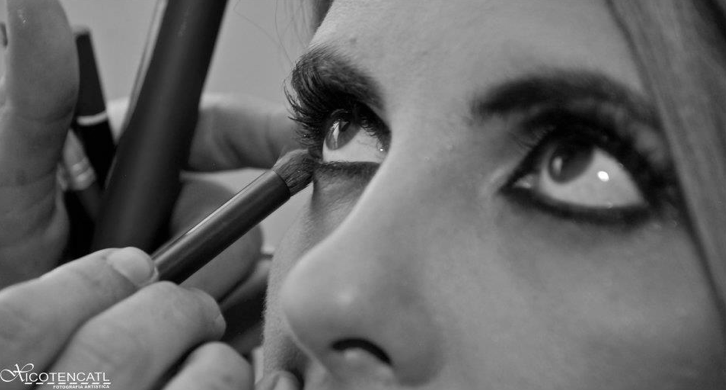 Proceso Maquillaje de ojos smokey marrón