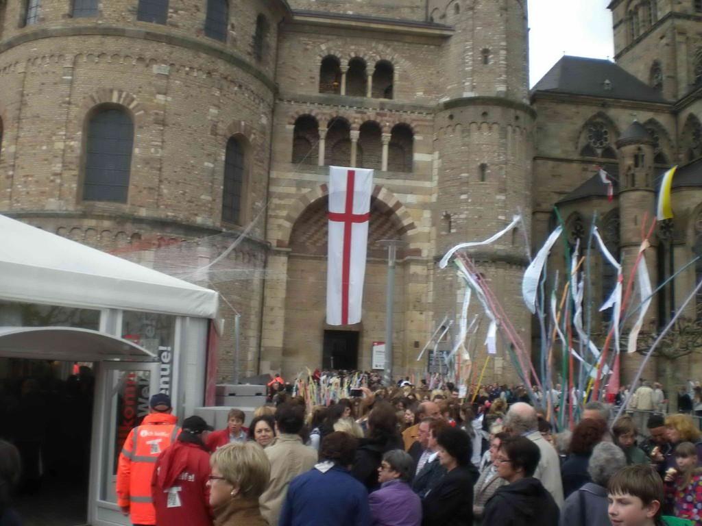 "Pilger-Ansturm zum ""Heiligen Rock"""