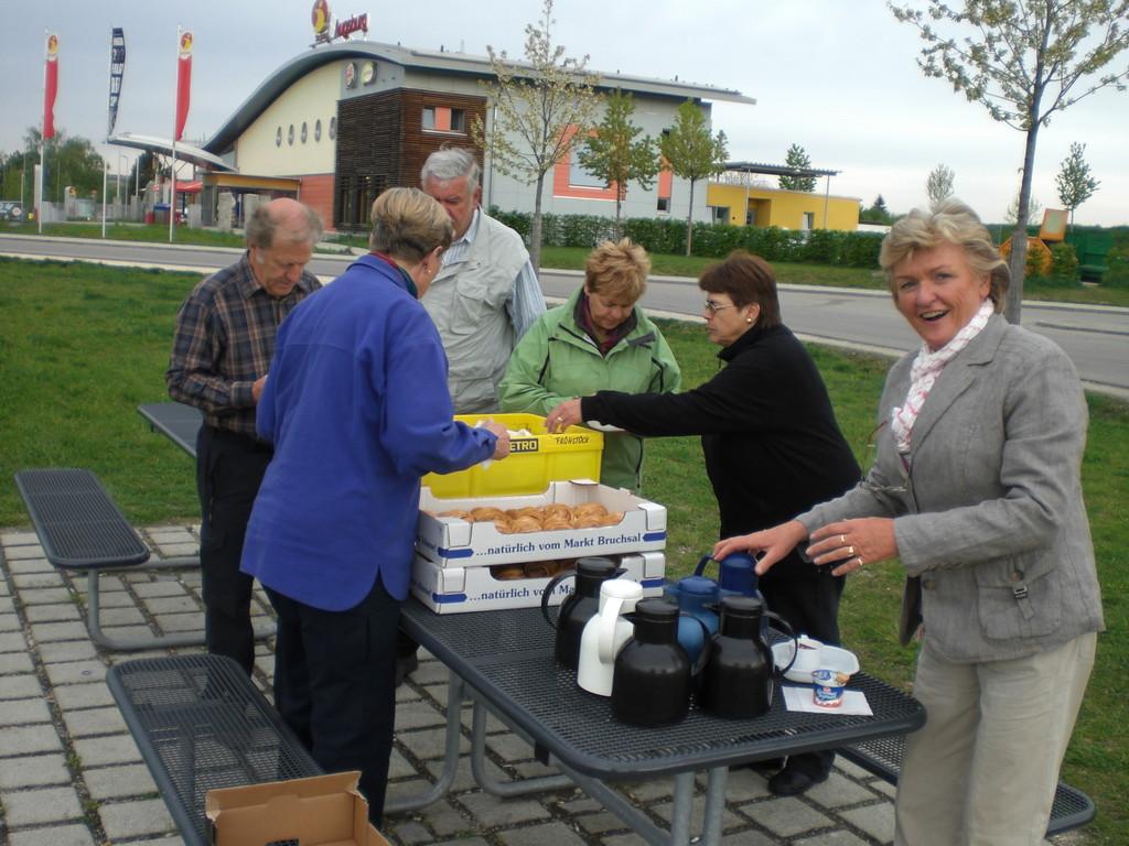"Erste Rast mit ""Astl""-Frühstück"