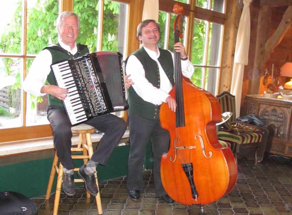 Zur besten Unterhaltung: das Duo Lobinger-Herrnberger