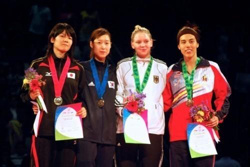 濱田真由選手(左) 銀メダル獲得