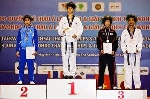 右から2番目銅メダル獲得した山田勇磨選手