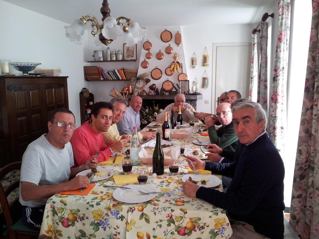 Foto di gruppo a pranzo