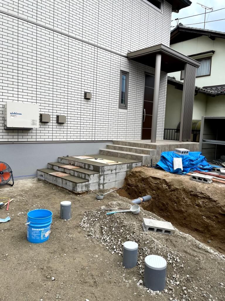 【施工中】タイル階段