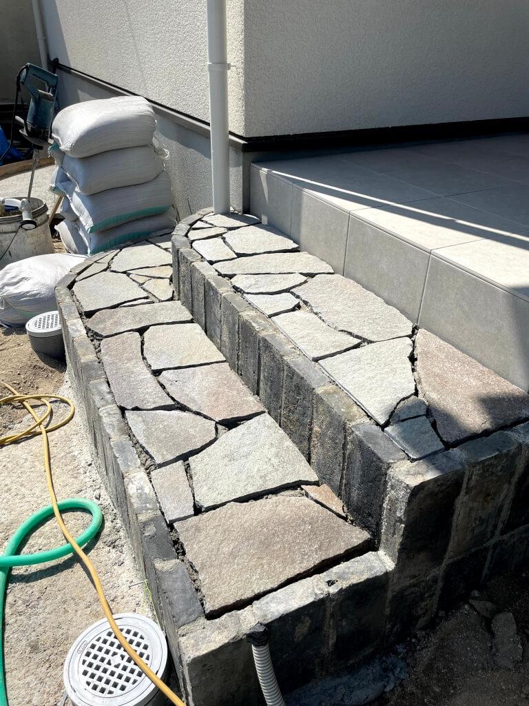 【施工中】鉄平石階段