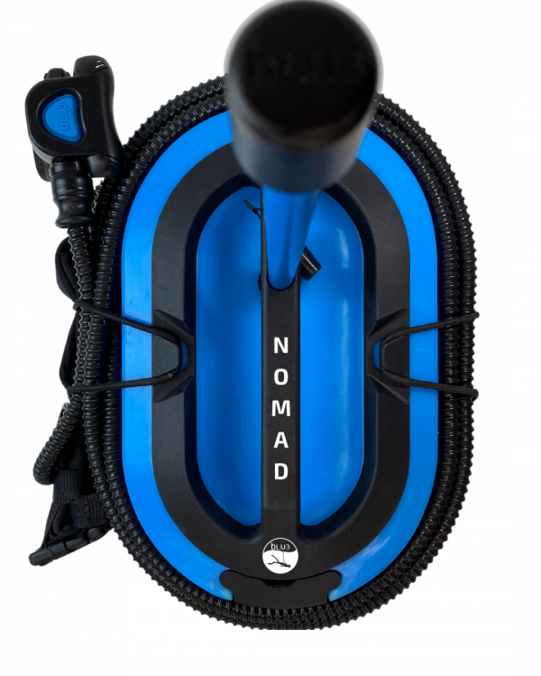 Blue3 Nomad am Strand für taucher
