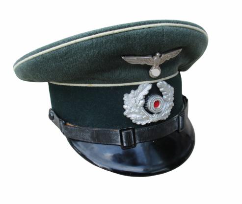 Wehrmacht Schirmmütze mit Abzeichen