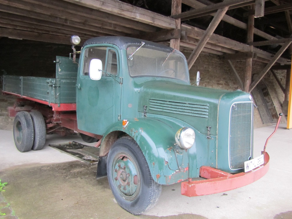 ein typischer Kohlen-Händler LKW aus Opas Zeiten