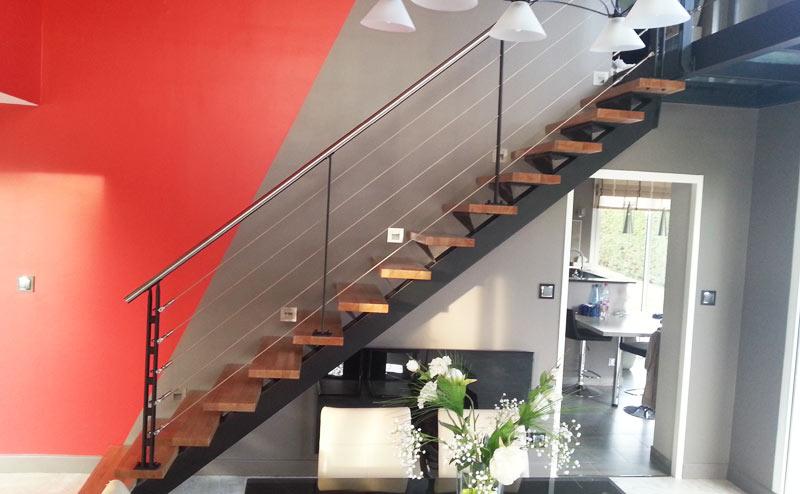 escalier design en inox et bois
