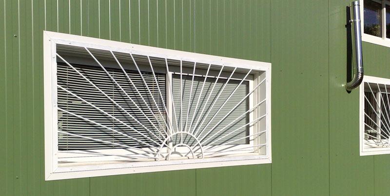 Grilles de sécurité aux fenêtres des locaux professionnels