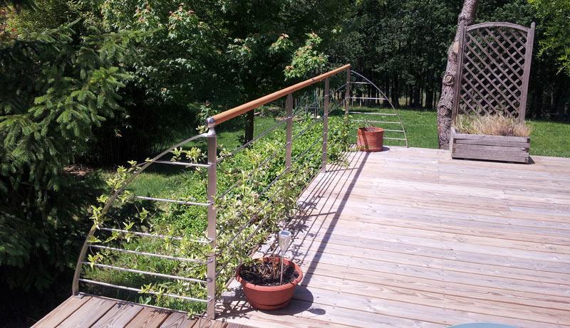 rampe sur terrasse en inox et bois
