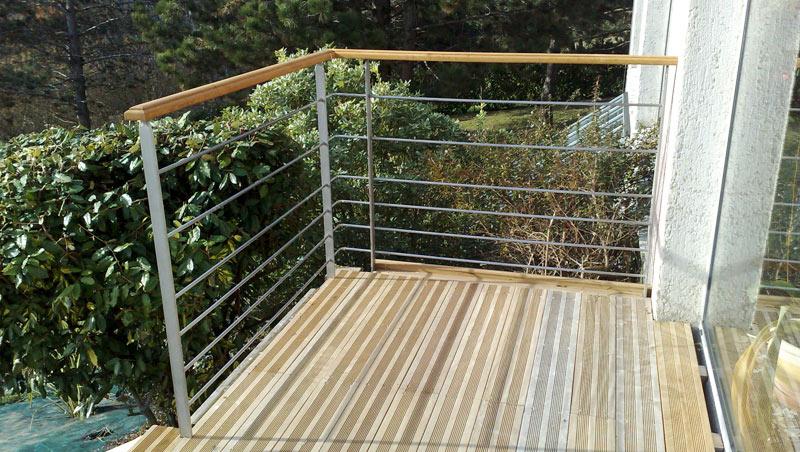 terrasse en inox et bois en maison particulière