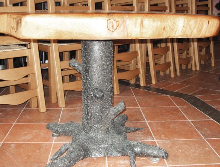 piètement en métal de table en imitation bois