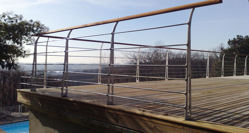 Garde corps sur terrasse inox et bois
