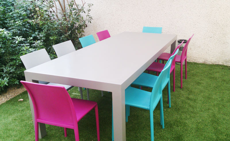 table de jardin moderne laquée
