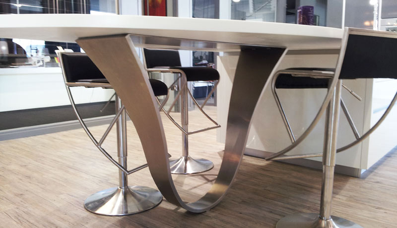 pied de table contemporain en inox
