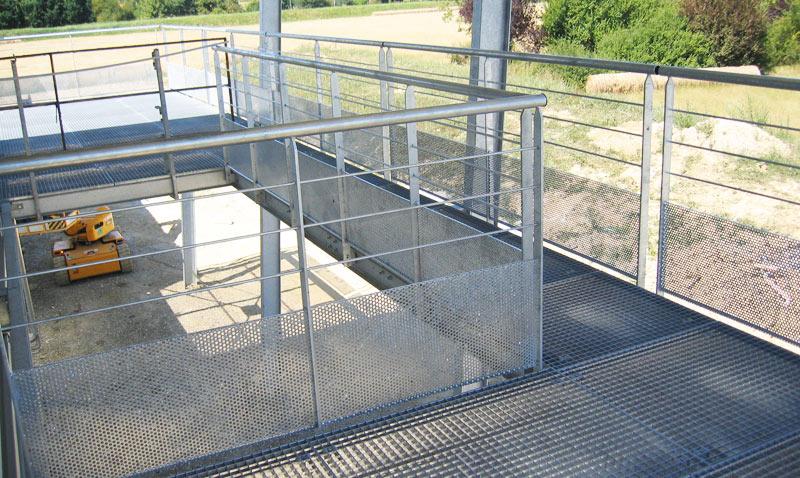Garde corps et terrasse caillebotis en métal galvanisé