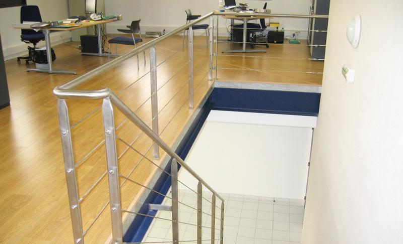rampe et garde-corps inox de bureaux professionnels