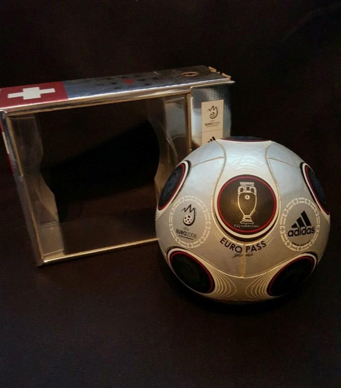 ADIDAS Europass Gloria der offizielle Spielball von der EM 2008 in Österreich und der Schweiz mit Originalverpackung.