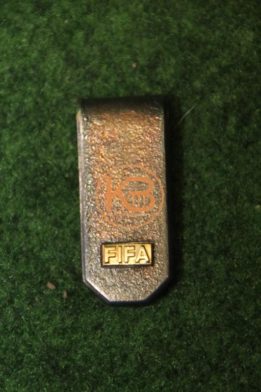 Torrini Geldklammer versilbert FIFA Emblem aus dem Nachlass des ehemailige DFB Präsidenten Herman Neuberger.