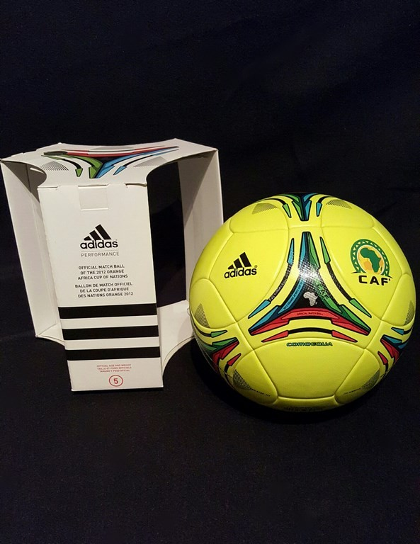 ADIDAS Comoequa der offizielle Spielball vom Afrika Cup mit Originalverpackung aus dem Jahr 2012 in Äquatorialguinea und Gabun.