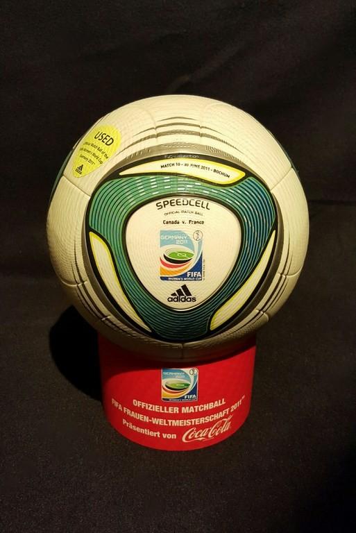 ADIDAS Speedcell der offizielle Spielball von der Frauen WM 2011 in Deutschland hier ein original Ball vom Vorrundenspiel Kanada vs. Frankreich.