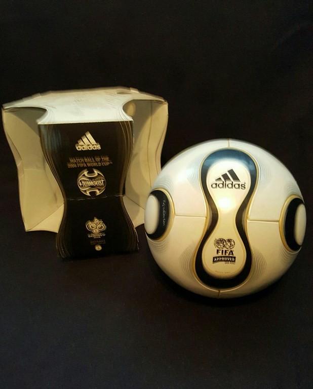 ADIDAS Teamgeist der offizielle Spielball von der WM 2006 in Deutschland mit Originalverpackung.