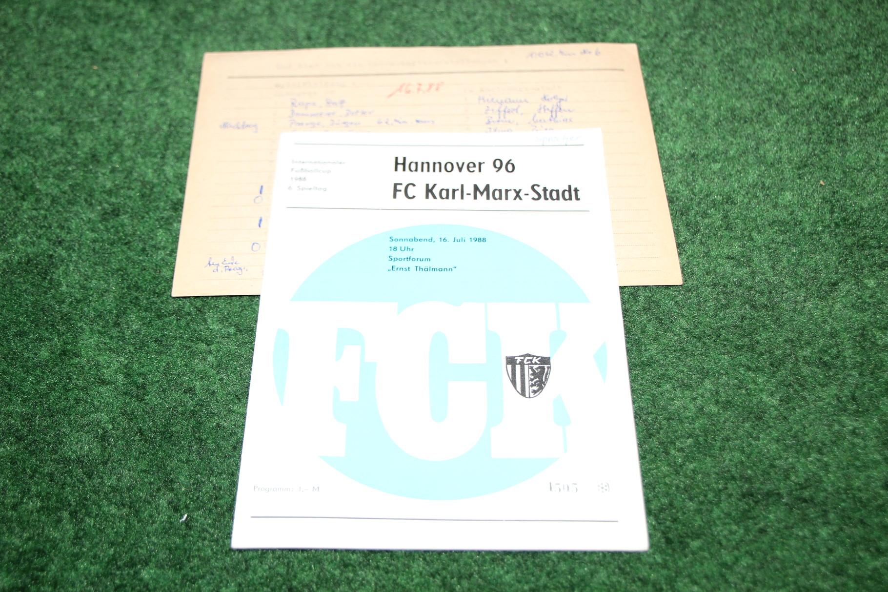 Offizielles Programm von FC Karl-Marx-Stadt (Chemnitzer FC) gegen Hannover 96 inklusiv dem original Aufstellungszettel des damaligen Stadionsprechers.