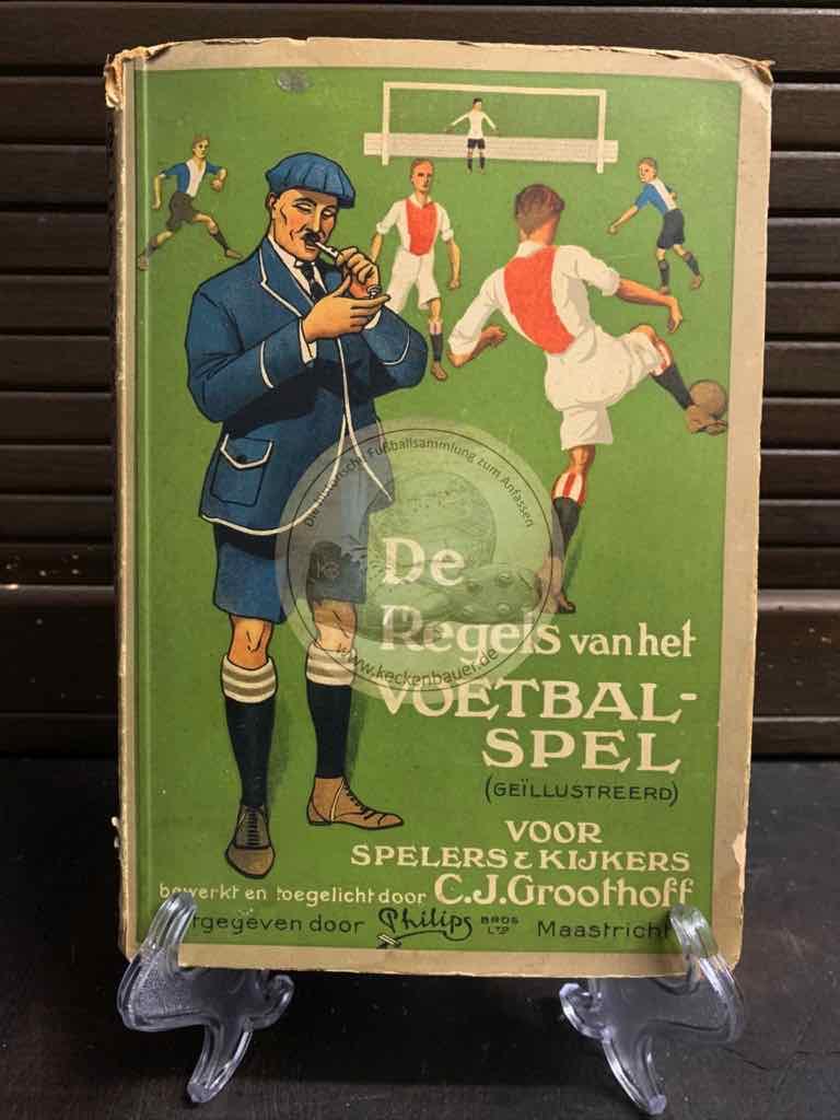 Fußballsammelalbum von Gebr. Philips Tabaksindustrie Maastricht De Regels van het Voetbalspel aus dem Jahr 1924 aus den Niederlanden komplett