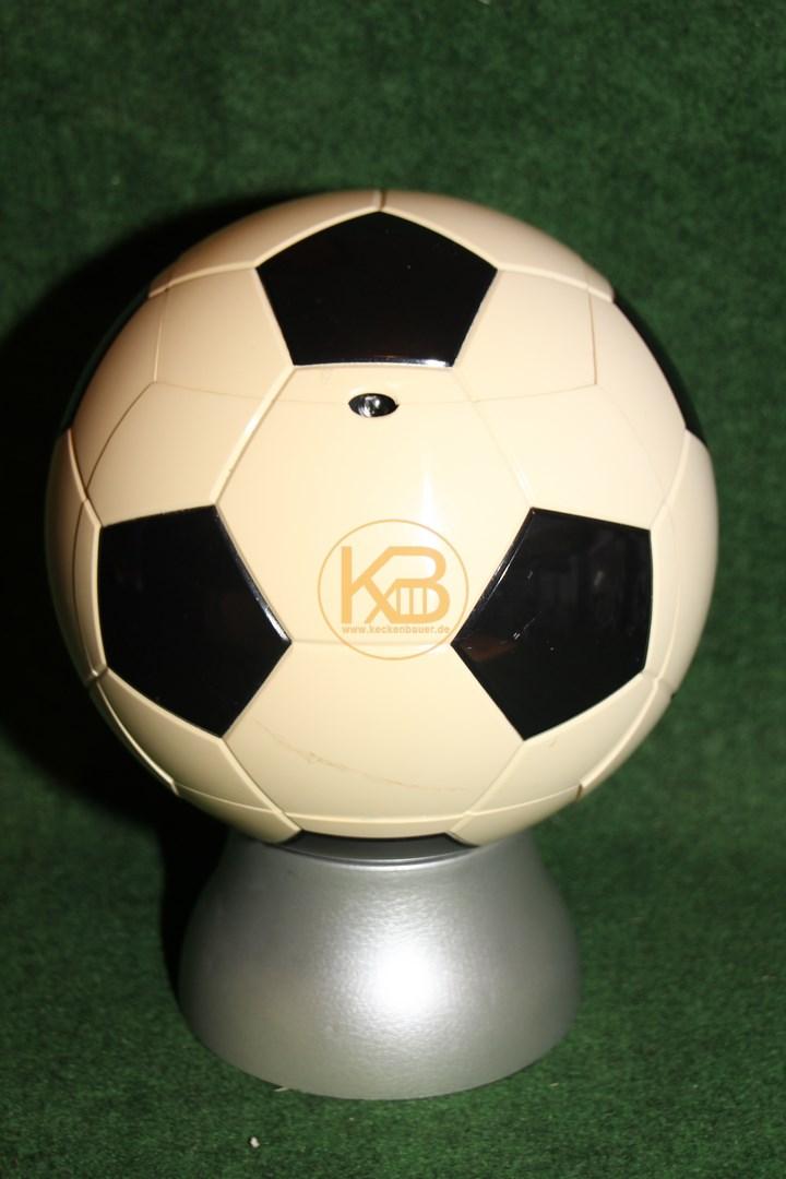 Radio-Cd-Player in Form eines  Fußballs mit Fuß, er ist 32 cm hoch 1/2