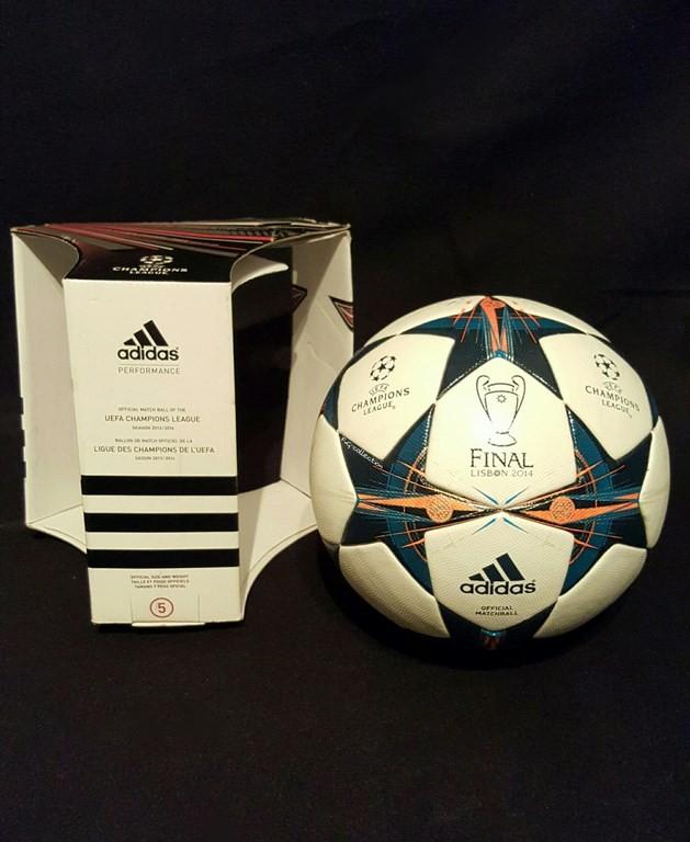 Der offizielle Spielball der ADIDAS Champions League Final Ball vom Finale 2013/14 in Lissabon mit Originalverpackung.